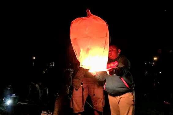 Le lâcher de lanternes  annulé à cause du vent