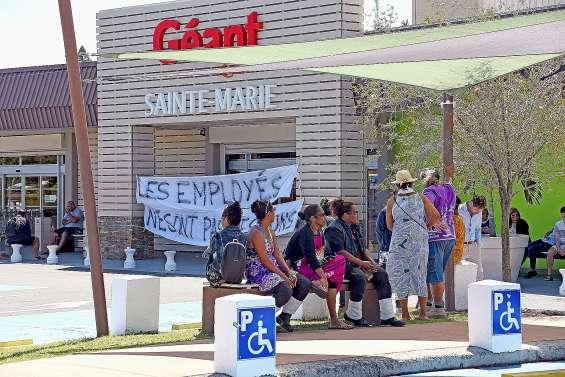 L'accès à Géant Sainte-Marie bloqué par des salariés