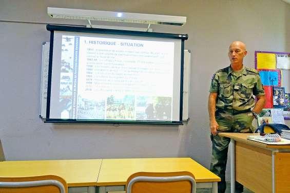 Le colonel Eric Gros La Faige reçu au collège Djiet