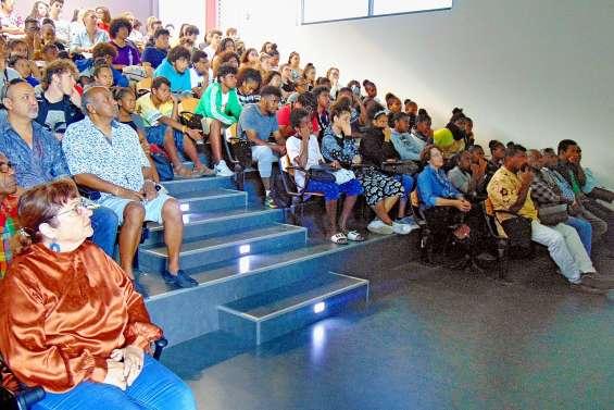 Les lycéens de Do Kamo et de Blaise-Pascal sur les traces de leur passé