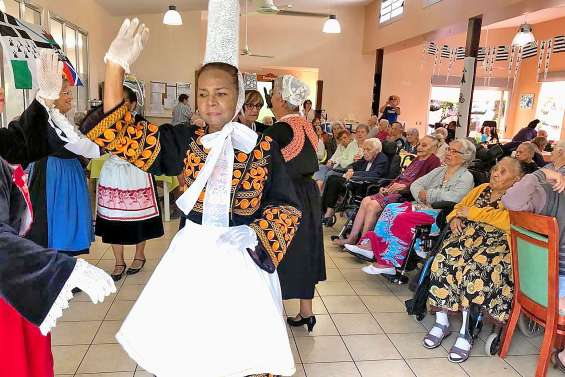 Danse et repas bretons pour les résidents des Jardins d'Eleusis