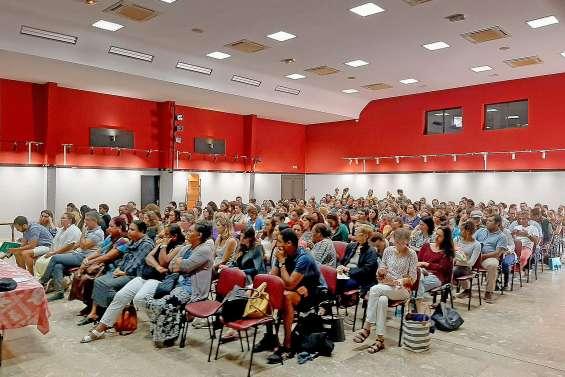 Deux cents enseignants au centre socioculturel