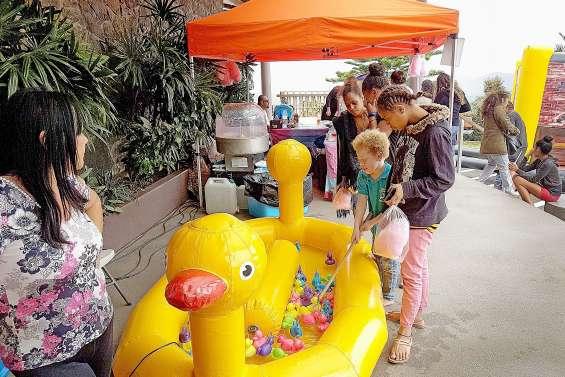 La fête des enfants devant la mairie