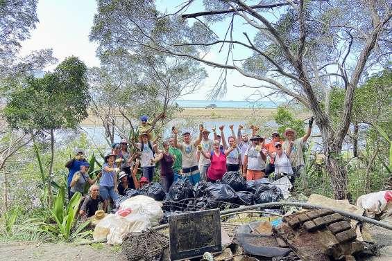 400 kilos de déchets ramassés dans la mangrove de Robinson, samedi