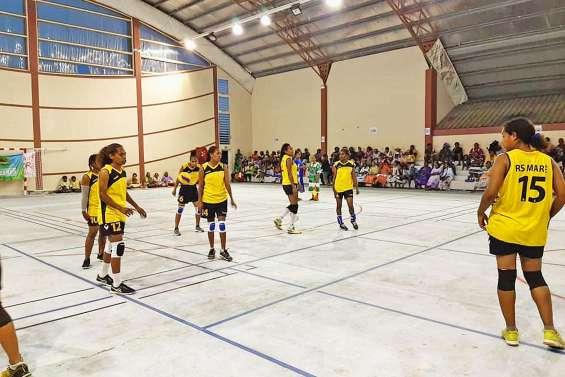Les filles du Réveil Sportif de Maré championnes des Îles