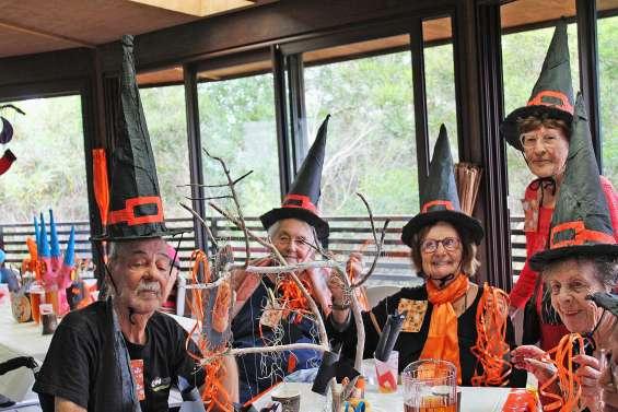 Mois bleu : les seniors morts de rire pour Halloween