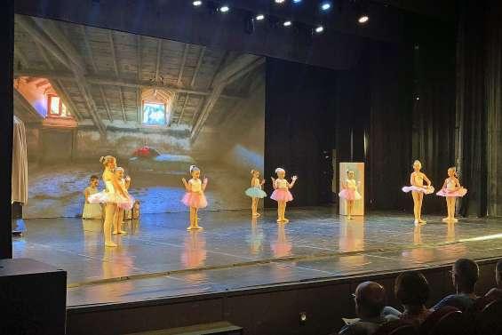 Un voyage dans le temps avec les danseuses de l'école Muriel Baldassari