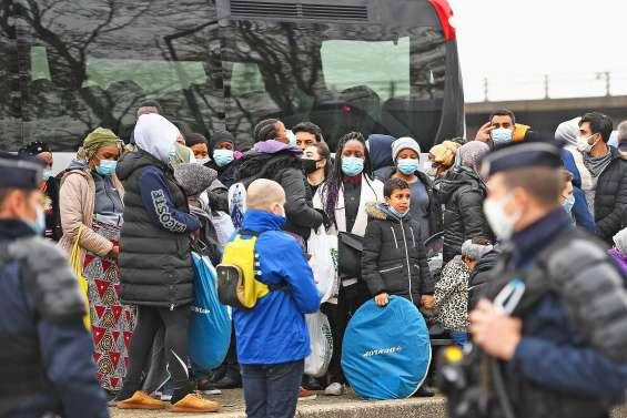 Trois mille migrants évacués d'un important campement