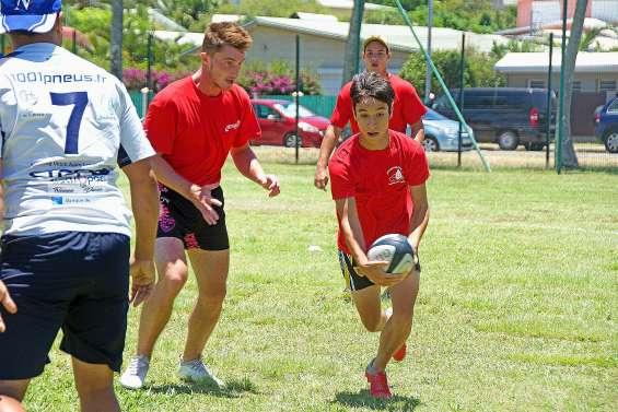 Un tournoi de « touch rugby » ensoleillé et rafraîchissant