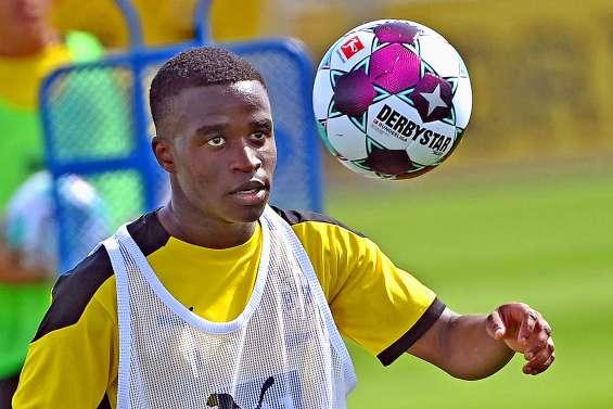 Le prodige Moukoko fait ses débuts en Bundesliga