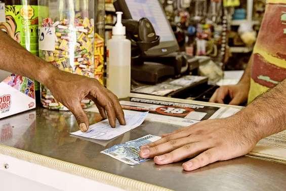 Chèques contre espèces et blanchiment : les millions occultes d'une commerçante