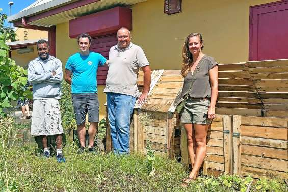 La mairie lance les premiers composteurs collectifs à la maison de quartier