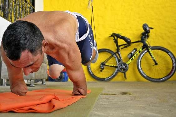 Rescapé de la guerre puis d'un attentat, il roule vers un podium paralympique
