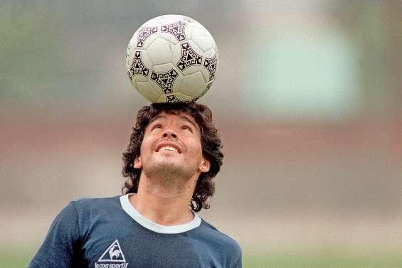 Diego Maradona, le « Dieu » du football s'est envolé