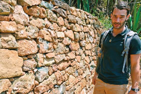 Quentin Valeo, un tailleur de pierre à la découverte du Caillou