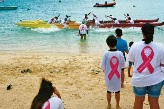 La grande famille du va'a réunie contre le cancer du sein