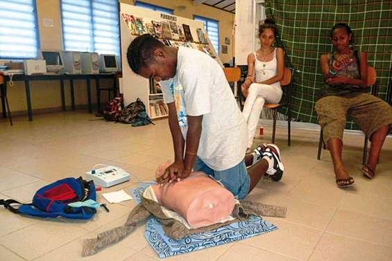 Le Sacré-Cœur travaille son massage cardiaque