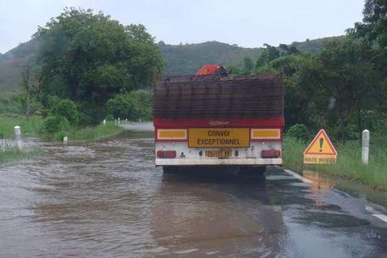 Route coupée par les inondations