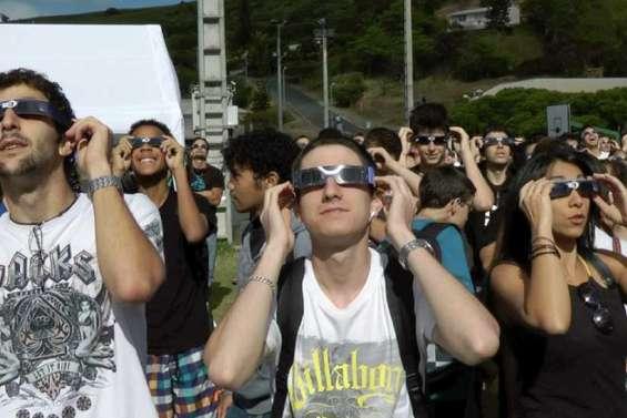 Une éclipse de soleil au-dessus du Pacifique [vidéo]