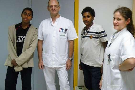 Les collégiens passent leur visite médicale