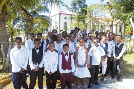33 enfants communient pour la première fois