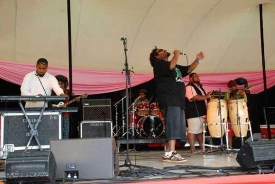 Lyric Kanak Gong chante son soutien aux Papous