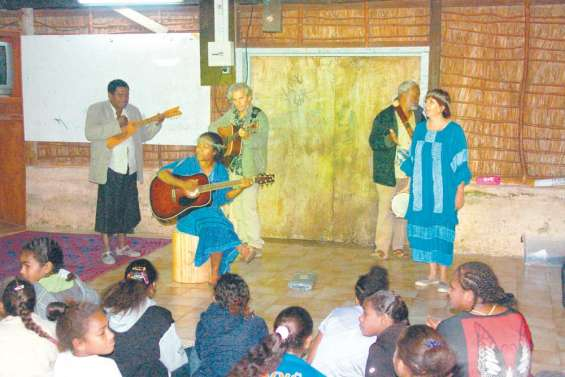 Les conteurs à Hnaizianu