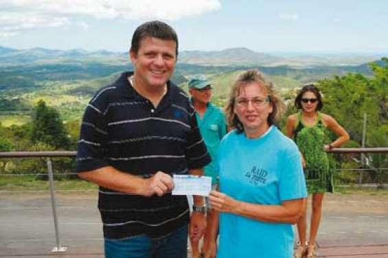 Un chèque pour le Lion's club de La Foa