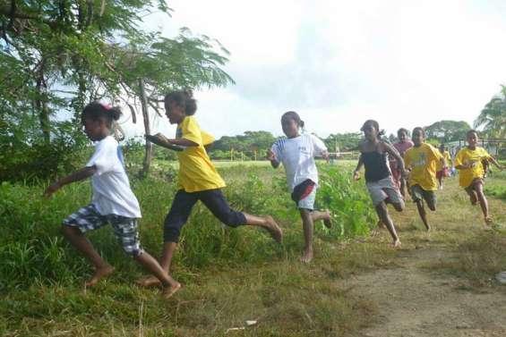 Hnathalo court pour Ipua