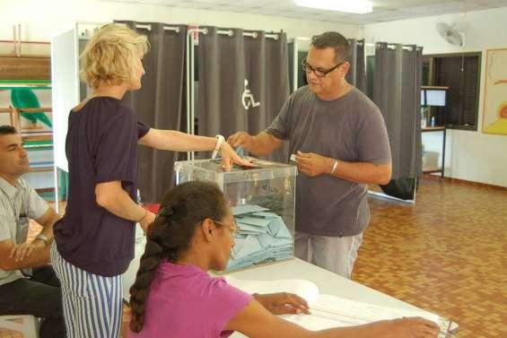 Municipales : ambiance dans les bureaux de vote de Nouméa