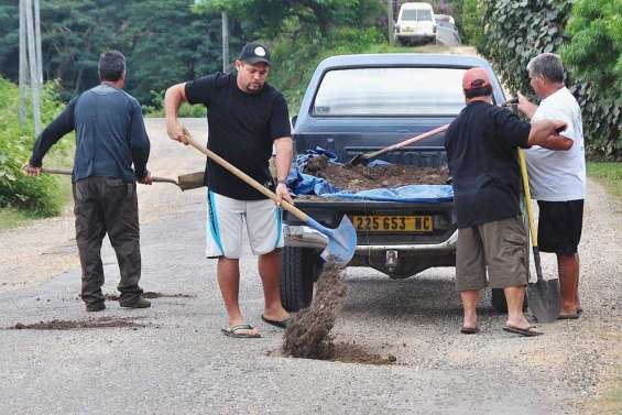 Les trous colmatés par les habitants de Ouégoa