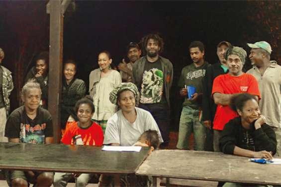 La tribu de Kouaré prépare  son week-end