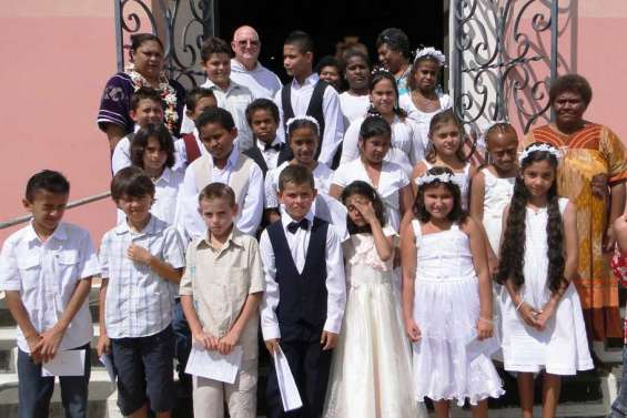 Vingt et un jeunes en première communion