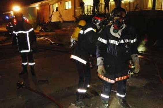Les pompiers mettent le feu