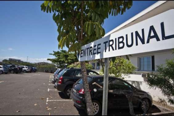 Des coutumiers de Saint-Louis évacués du tribunal