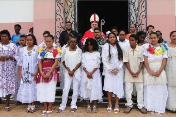 Quatorze jeunes confirment leur foi