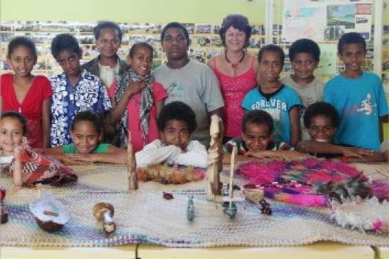 Atitu tisse des liens au Vanuatu