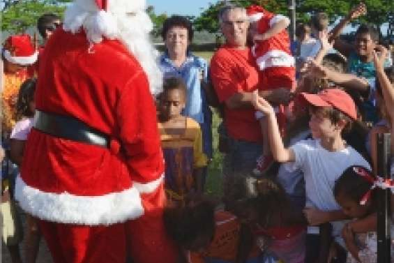 Le père Noël  en hélicoptère
