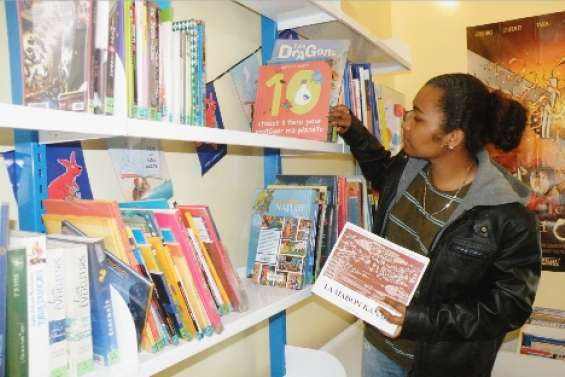 Kunié a sa bibliothèque