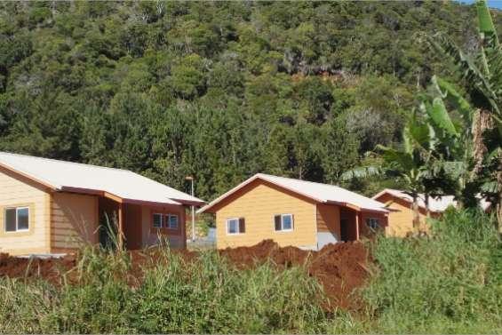 Treize villas sur terre tribale