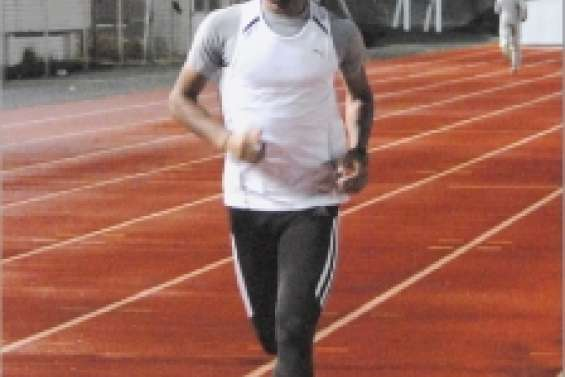 Adrien Kela arrive à point