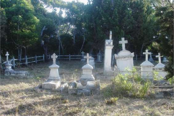 Un cimetière-musée à Kuto