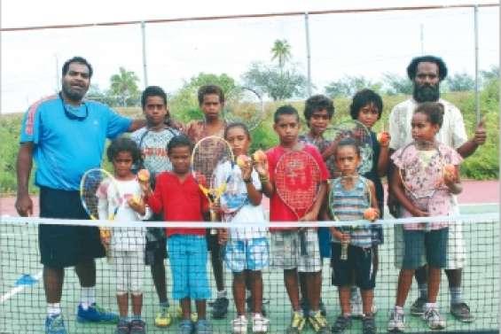 Le tennis fait école
