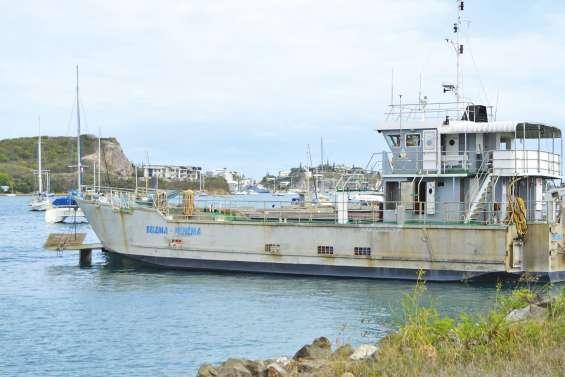 La barge pour Bélep en rade depuis quatre mois