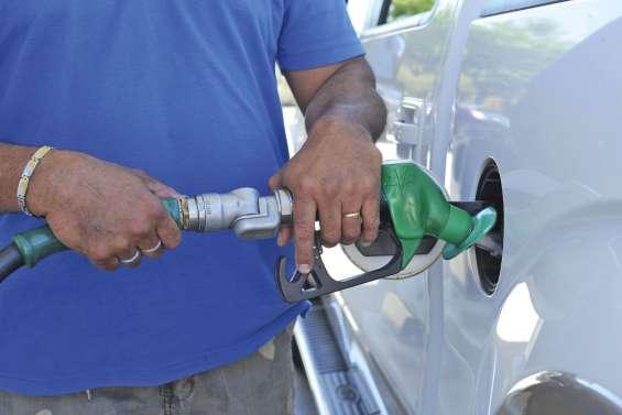 L'essence baisse de 5 francs, le gasoil de 10