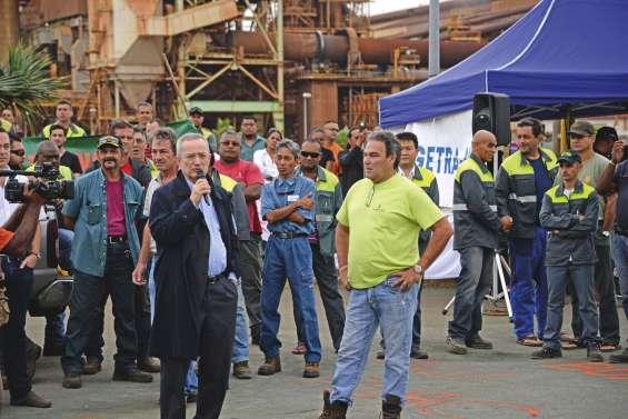 Aux portes de la SLN, les salariés interpellent le patron d'Eramet