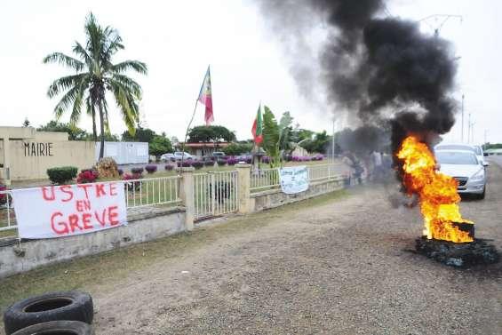 La mairie de Voh bloquée par des militants USTKE
