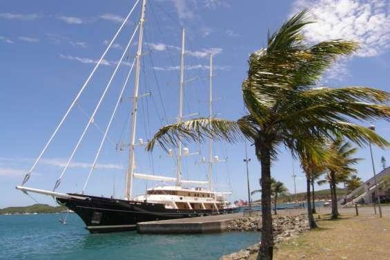 Le plus grand yacht du monde en escale