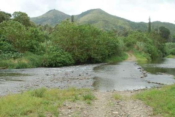 Priorité aux routes et à l'eau potable