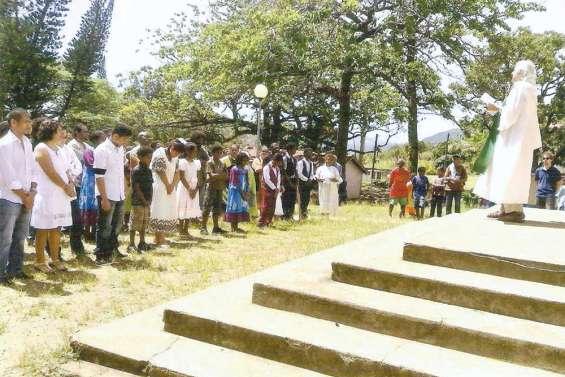 Baptêmes en famille en l'église de Tyé